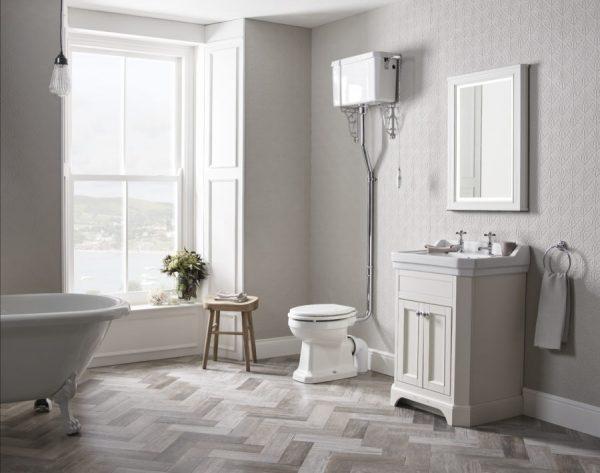 TAVVT60FW Vitoria 600 frestanding unit linen white lifestyle with varsity taps copy