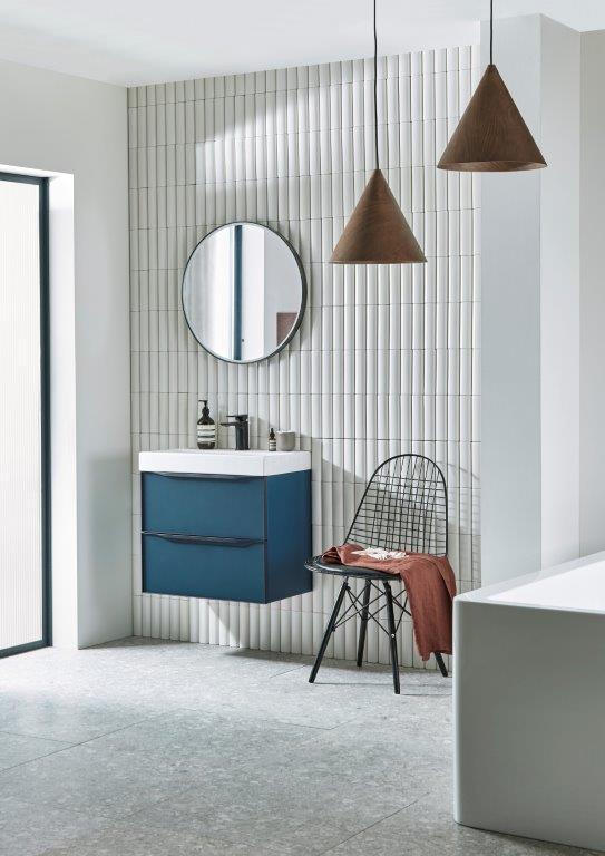 Frame 600 BU Dewent blue frame mirror lifestyle