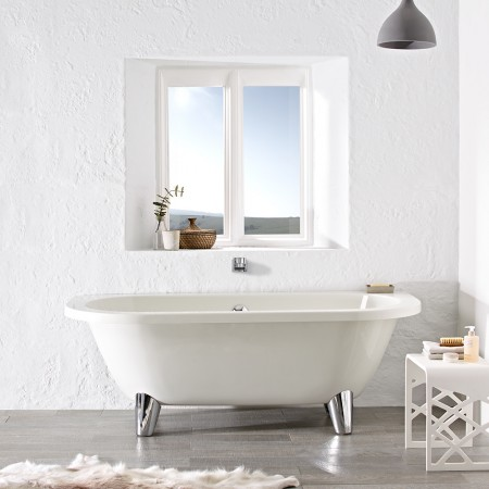 ROLL TOP BATH WITH MODERN LEGS PIC